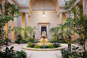 jasmine.huang_courtyard-at-the-national-gallery-of-art-east-building_yesmydccool